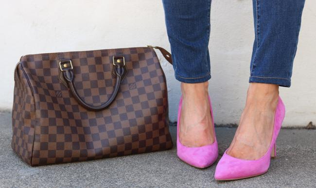 Pink pumps and a louis vuitton speedy 30.