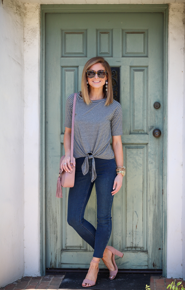 tie front tee skinny jeans tortoise sunglasses sandals