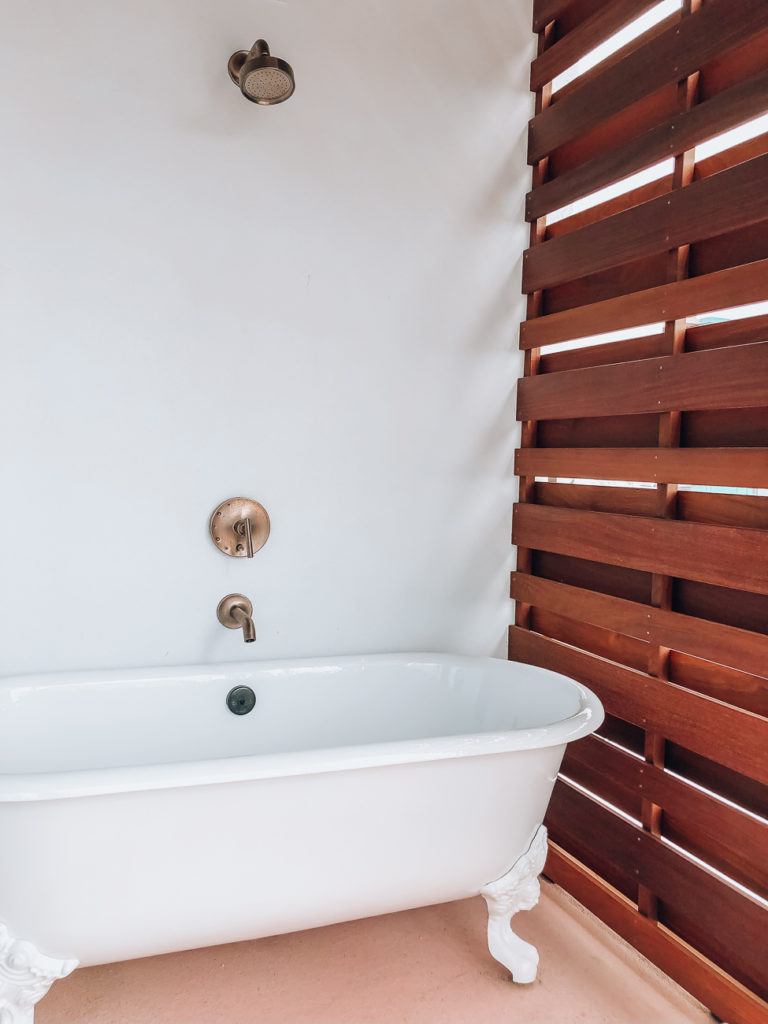 the sarasota modern residential suite tub